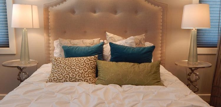 5 Ways to Create a Romantic Bedroom for Anniversaries