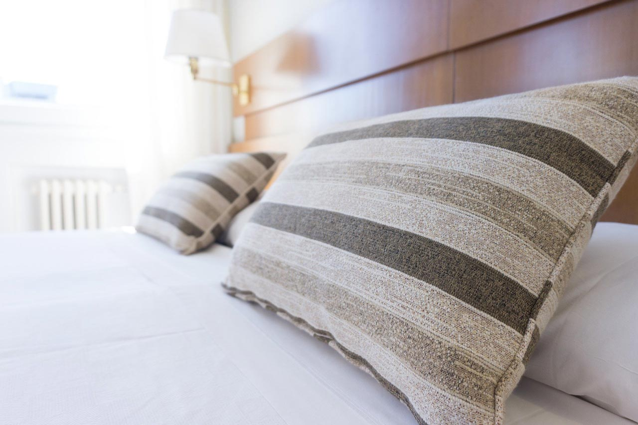 , Hybrid Vs. Pillow Top: Where to Find Best Deals on Discount Queen Size Mattresses?